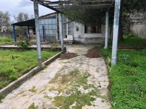 Παλαια μονοκατοικια 70 τμ , 2 υ/δ , κηπος 600 τμ , πλησιον Κε�