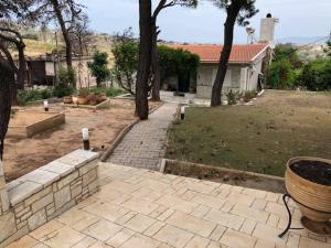 Νεοδμητη επιπλωμενη μονοκατοικια 105 τμ με μεγαλο κηπο (
