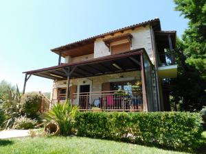 Crete Heraklion Peza. For sale a stone-built traditional house of 140 sqm on a plot of 780 sqm withi